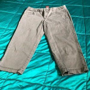 3/$33-Verona grey stretch capris